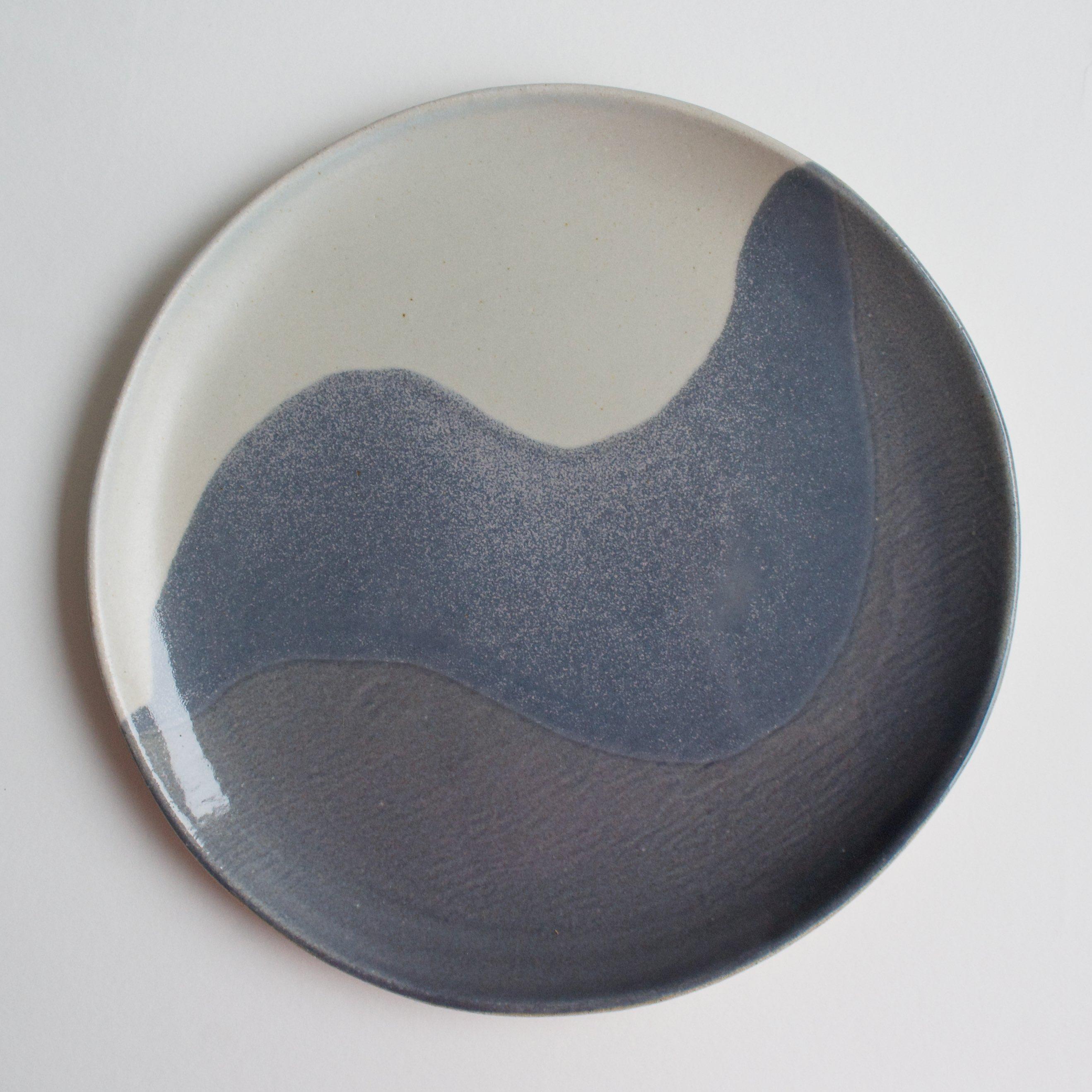 Glacier dinner plate in grey blue